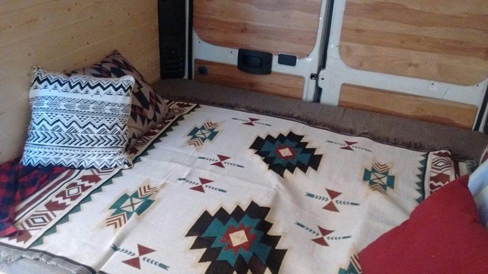 furgone camperizzato letto